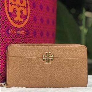 EUC Tory Burch Ivy continental wallet